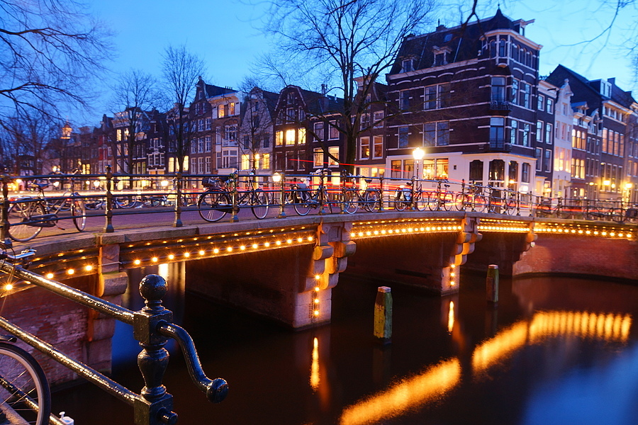 Amsterdam at night | LENS MODEL NOT SET <br> Click image for more details, Click <b>X</b> on top right of image to close